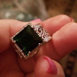 Jewelry - Fashion big green stone silver ring